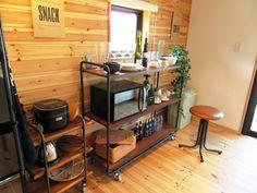薪ストーブを囲む男前インテリアLOAFER Kitchen Cart, Entryway Tables, Furniture, Home Decor, Decoration Home, Room Decor, Home Furnishings, Home Interior Design, Home Decoration