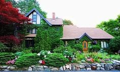 Holbrook House is a lovely 1876 Victorian Bed and Breakfast on the historic corridor of Bar Harbor, with a light filled sunporch where full hot breakfast and afternoon refreshments are served.
