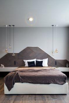 peinture grise, tête de lit en bois massif et literie assortie
