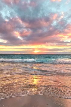 How to Take Good Beach Photos Beach Pictures, Nature Pictures, Pretty Pictures, Surfing Pictures, Summer Pictures, Wallpaper Tumblr Lockscreen, Wallpaper Wallpapers, Sunset Wallpaper, Cool Wallpapers Beach