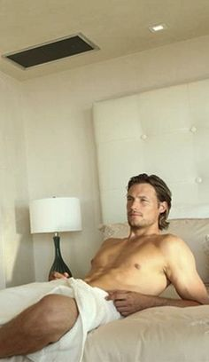 Gabriel Aubry omg can I sit on top of that, it doesn't matter which end. Lmbo