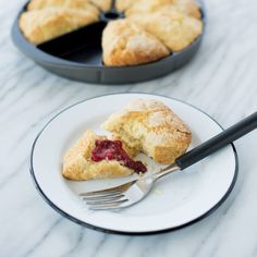 The Nordic Ware Scottish Scone and Cornbread pan makes eight full-sized scones, biscuits or cornbread wedges. Mini Scones, Popover Pan, How To Make Scones, Chef's Choice, Nordic Ware, Cakes And More, Cornbread, Biscuits, Oven