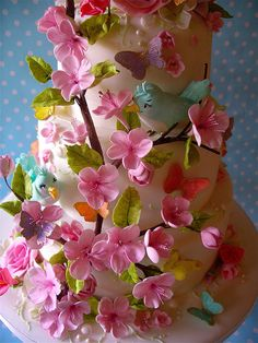 summer blossom cake Love this cake- the birds can be cuter, but I want it for my graduation!!