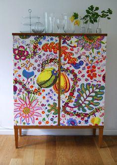 Skåp tapetserat i Josef Frank Brazil. Art Furniture, Upcycled Furniture, Painted Furniture, Furniture Design, Home Design, Josef Frank, Home Interior, Soft Furnishings, Scandinavian Design