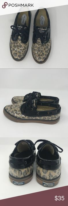 Sperry Top Sider Sequin Boat Shoes Size 8.5 These Sperry Top-Sider leopard print sequin boat shoes in size 8.5 are in very good pre-owned condition. No stains, rips or odors. Very cute and comfortable boat shoes. Sperry Top-Sider Shoes