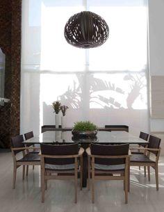 Um décor para receber e acolher. Veja: http://casadevalentina.com.br/projetos/detalhes/para-receber-e-acolher-592 #details #interior #design #decoracao #detalhes #decor #home #casa #design #idea #ideia #charm #charme #casadevalentina #diningroom #saladejantar