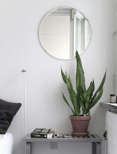 Tuli tarve hankkia peili ja muistin Ikean edullisen Koljan. Se on täydellinen, paitsi että peili...