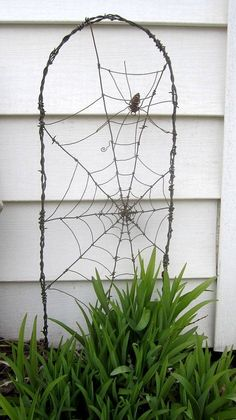 Payment 4 Reserved Layaway Spider In A Tattered Web Barbed Wire Garden Trellis - Garten - Wire Trellis, Garden Trellis, Garden Bed, Design Jardin, Garden Design, Garden Crafts, Garden Projects, Garden Tips, Wire Spider