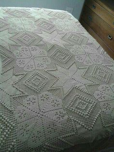 Romans z szydełkiem Crochet Bedspread Pattern, Crochet Quilt, Crochet Tablecloth, Crochet Art, Crochet Squares, Crochet Home, Thread Crochet, Crochet Blanket Patterns, Crochet Motif