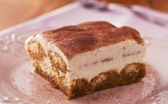 A receita original de Tiramissú leva dois ingredientes principais queijo mascarpone e o vinho marsala. São esses dois que conferem o sabor ... Tiramisu Trifle, Panna Cotta, Cheesecake, The Originals, Cooking, Ethnic Recipes, Desserts, Food, Dessert Ideas