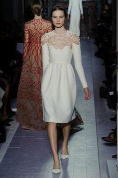 Vestido blanco corto con cuello bordado de Valentino (SS 2013) #novias