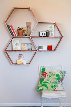 DIY Shelves and Do It Yourself Shelving Ideas - DIY Honeycomb Shelves - Easy Step by Step Shelf Projects for Bedroom, Bathroom, Closet,… Honeycomb Shelves, Hexagon Shelves, Geometric Shelves, Diy Casa, Home And Deco, Small Space Living, Small Spaces, Small Apartments, Wall Shelves