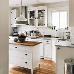 """4,393 kedvelés, 37 hozzászólás – Apartment Therapy (@apartmenttherapy) Instagram-hozzászólása: """"Kitchen goals  (Image: @homeiswherethehartis)"""""""