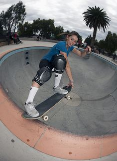 Why can't girls get a fair shake in the skate biz? Amelia Brodka made a movie to find out. Interview with filmmaker Amelia Brodka about her upcoming m. Skateboard Pictures, Skateboard Girl, Bufoni, Skate Photos, Skate Girl, Longboarding, Kendo, Thrasher, Skateboards