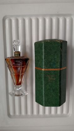 Antique 1928 Rare Perfume Paris Baccarat Bottle Les Bourgeon YBRY Unopened