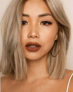 Braune Lippen sehen nicht nur zu dunklen Haaren gut aus, auch zu blondem Haar wirkt der Lippenstift sehr elegant! #braunelippen #liquidlipstick