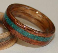 Anillo  madera Koa,  incrustaciones  piedra Eilat  // David and Nicola Finch