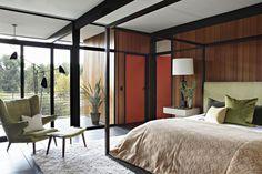 La Cañada Mid-Century is located in Los Angeles, California, and was designed by Jamie Bush & Co.