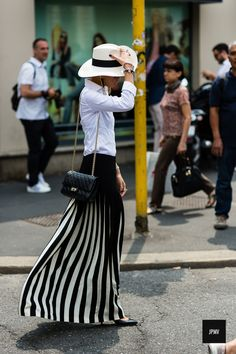 The latest in street fashion, street style, accessories and more. Street Style 2014, Looks Street Style, Street Chic, Street Wear, I Love Fashion, Paris Fashion, Net Fashion, Style Fashion, White Fashion