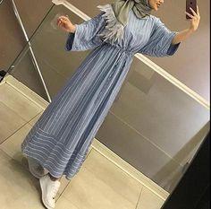 How to Style Striped Dress For Hijab Fashion Tesettür Tunik Modelleri 2020 Street Hijab Fashion, Abaya Fashion, Muslim Fashion, Modest Fashion, Fashion Outfits, Gym Outfits, Dress Fashion, Muslim Dress, Hijab Dress