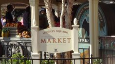 #DisneyDining #MagicKingdom Take a snack break in a colonial, open-air market at the Magic Kingdom's Liberty Square Market. This spot offers grab-and-go treats like chips, fruit, and drinks, as well as tasty lunch items like fresh corn on the cob, baked potatoes, and sandwiches.