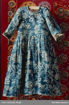 Child's dress, Sweden 18th century. Blue printed cotton with floral motifs.