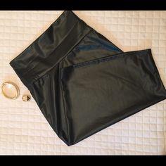 ❤️ Tori Pencil Skirt *Black.                                                                                                                                 *Faux Leather                                                                                                                *96% Polyester 4% Spandex Skirts Midi
