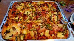 Πίτσα θεική !!!! ~ ΜΑΓΕΙΡΙΚΗ ΚΑΙ ΣΥΝΤΑΓΕΣ Greek Recipes, Vegan Recipes, Calzone, Party Snacks, Hawaiian Pizza, Finger Foods, Vegetable Pizza, Kai, Food And Drink