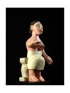 Mami Wata : son nom est une adaptation de l'anglais mommy water : c'est la déesse-mère des eaux, figure mythique et très populaire du culte Vaudou (religion officielle au Bénin). Crainte des pêcheurs, cette déesse symbolise aussi bien la mer nourricière que l'océan destructeur. Mami Wata est avant tout une divinité éwé, dont le culte est très présent sur la côte atlantique du Togo (mais aussi au Nigeria, au Cameroun, au Congo) où elle symbolise la puissance suprême.