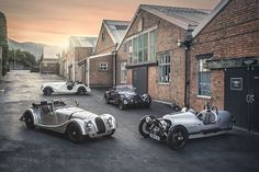 Classic British car maker Morgan Motor Company is celebrating 110 years in business, and things have hardly changed in that time. Morgan still makes sporting. Morgan Motors, Vintage Cars, Antique Cars, Morgan Cars, Morgan Morgan, Lapo Elkann, Car Racer, Roadster, Audi A8