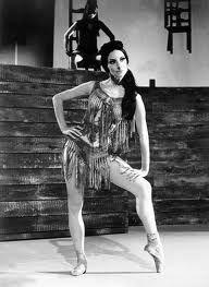 """Alicia Alonso .Carmen,a los casi 60 años Alonso en una forma envidiable estrena Carmen, junto a Plitseskaya (para quien fuera creado el rol) son material de consulta indiscutible cuando se quiere reponer este ballet, la version cubana, creada para Alonso es un tanto mas """"caliente"""" y visceral...."""