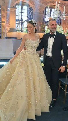 lebaneseweddings on Instagram: @Georgeshobeika with his Queen Bride 👑 _____________________ ▪︎Wedding dress : @georgeshobeika ▪︎Makeup artist: @bassamfattouh ▪︎Wedding… Lebanese Wedding, Wedding Videos, Wedding Moments, King Queen, Formal Dresses, Wedding Dresses, Ava, Ball Gowns, Queens
