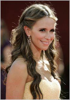 Jennifer Love-Hewitt has the prettiest hair!