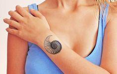 Tamaño: 5 x 6 cm Conjunto de 2 tatuajes  - Dura entre 2-5 días. - Seguro y no tóxico. - Utilizamos tinta aprobada por la FDA. - Incluye instrucciones de aplicación del tatuaje. - No aplique...