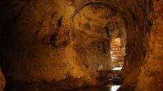 El Túnel de Ezequías fue construido en el año 701a.C. por orden del rey Ezequías, que gobernó aproximadamente entre el 727-698a.C. (no hay un acuerdo unánime acerca del período exacto de su rei…
