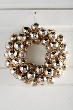 Etched Mercury Bulb Wreath | Pinned by topista.com