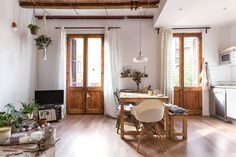 Tour a Sunny, Soulful Renovated Barcelona Apartment — Apartment Therapy Apartment Therapy, Apartment Renovation, Studio Apartment, Blueberry Home, Barcelona Apartment, Casa Patio, Style Rustique, Gravity Home, Mindful Living