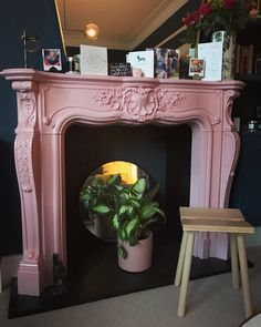 Farrow & Ball Nancy's Blushes Paint Color Scheme - Esszimmer Country Bedroom Design, French Country Bedrooms, Bedroom Designs, Blue Paint Colors, Paint Color Schemes, Farrow Ball, Foyers, Stiffkey Blue, Victorian Bedroom