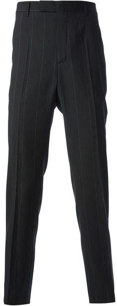 €308, Schwarze vertikal gestreifte Anzughose von Kris Van Assche. Online-Shop: farfetch.com. Klicken Sie hier für mehr Informationen: https://lookastic.com/men/shop_items/56964/redirect