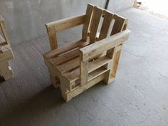 Quick Innovative Ideas For DIY Pallet Projects - Sensod - Create. Pallet Chairs, Outdoor Chairs, Outdoor Furniture, Outdoor Decor, Diy Pallet Projects, Luxury Homes, Diys, Create, Home Decor