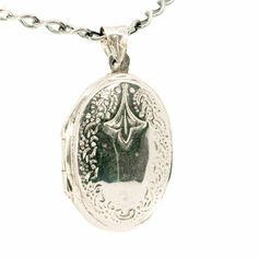 Binenbaum Antiques & Jewelry - A beautiful oval-shape Victorian revivalist design silver Locket. Silver. Dimensions: H 3.6 x L 2 x W 0.75 cm.. Weight in grams: 5,2. Condition: New.
