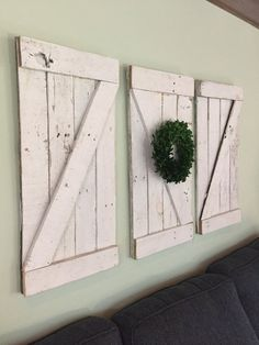 Rustic Barn Door Wood Wall Hanging, Wooden Shutter, Small Barn Door - You are in the right place about square shutters repurposed Here we offer you the most beautiful p - Wooden Shutters, Wooden Doors, Wooden Signs, Porte Diy, Barn Door Decor, Barn Wood Projects, Diy Projects, Fall Projects, Up House
