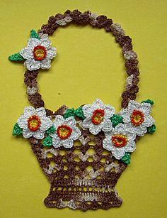 koszyczek z kwiatami Crochet Bunny Pattern, Crochet Bikini Pattern, Crochet Motif, Crochet Doilies, Crochet Flowers, Crochet Stitches, Crochet Patterns, Crochet Home, Crochet Crafts