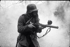 WWI German Stormtrooper with MP18 machine gun. http://wrhstol.com/1Ootswe
