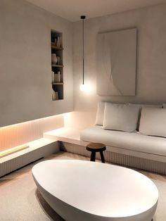 Casa Decor 2021 #todoblanco #sofiaoliva #chimenea #arcilla Bathtub, Living Room, Inspiration, Home, Natural Materials, Natural Stones, Large Flower Arrangements, Blown Glass, Scandinavian Design