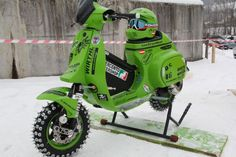 Vespa Ice Racer w/ steering dampner. Well that looks like fun! Vespa Ape, Piaggio Vespa, Lambretta Scooter, Vespa Scooters, Off Road Scooter, Motor Scooters, Moto Bike, Vintage Motorcycles, Custom Bikes