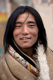 Tibetan nomad Xiahe - People Photos - Ideas of People Photos - Tibetan man. The resemblance to Native Americans is very obvious here despite the of years separating genetic develoment of 2 the peoples. A handsome man with a lovely gentle face. Foto Portrait, Portrait Photography, People Photography, Street Photography, We Are The World, People Around The World, Beautiful World, Beautiful Men, Most Beautiful People