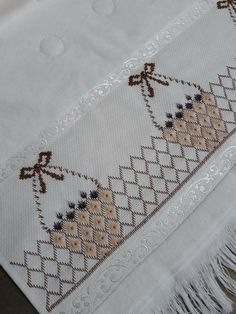 German Knotted Blanket Stitch (Step By Step & Video) Swedish Embroidery, Hardanger Embroidery, Cross Stitch Embroidery, Hand Embroidery, Knot Blanket, Blanket Stitch, Free Swedish Weaving Patterns, Bordado Tipo Chicken Scratch, Bargello Needlepoint