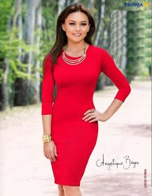Boyer, impecable con vestido rojo manga 3/4