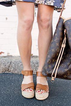 653107d8abc7 Espadrille flatform sandals. So chic   comfortable! Flatform Sandals  Outfit